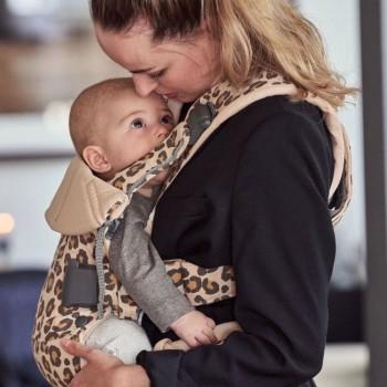 BabyBjörn Porta-Bebé ONE Algodão Bege/Leopardo 098075