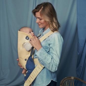 BabyBjörn Porta-Bebé Mini Algodão Amarelo Claro 021041